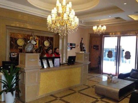酒店共有53间客房,房内提供24小时热水,32液晶电视,高档床品,欧式装修
