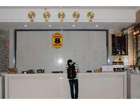 速8酒店广州白云机场人和地铁站店