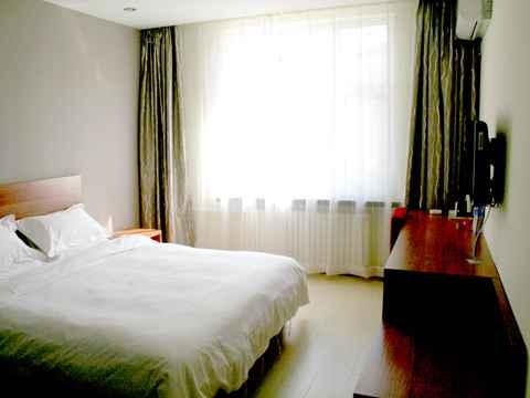 酒店距离长春火车站仅7公里,距离飞机场25公里,距离临河街轻轨站点3